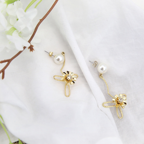 beautiful flower earring